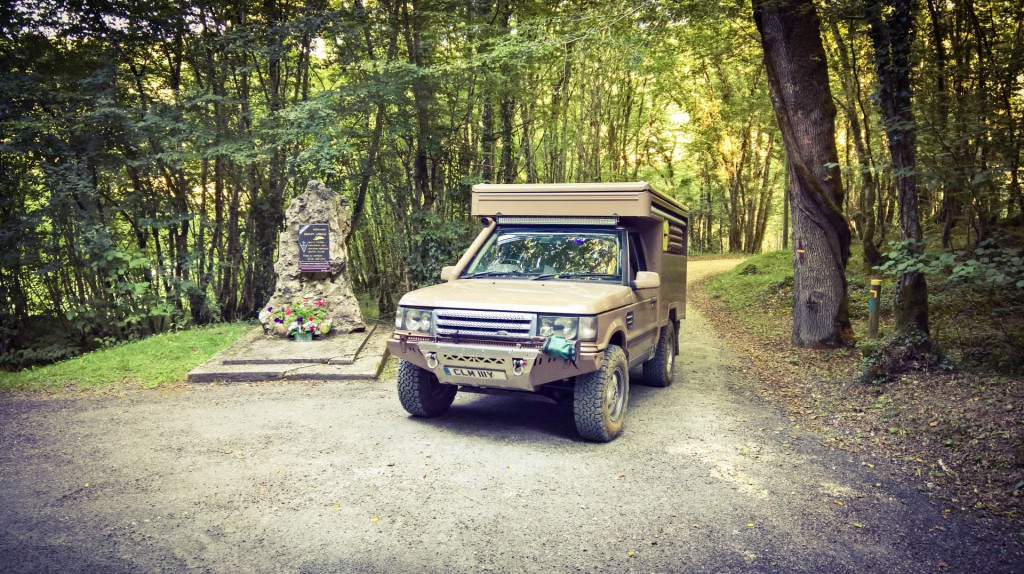 Range rover camper extreme at war memorial dordogne