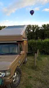 p38 camper and hot air balloon range rover