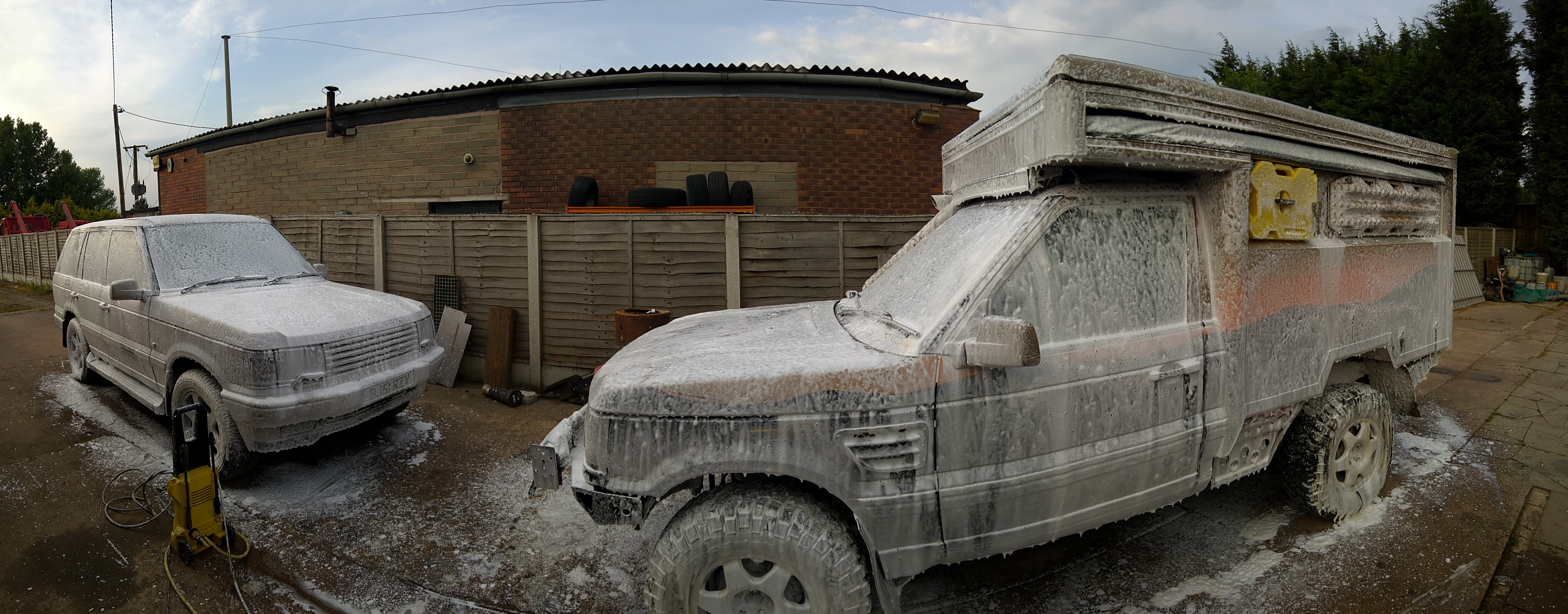 P38 4.6 and the extreme dogger get a snow foam bath