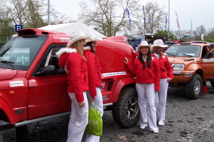 Dakar girls with race car in Budapest