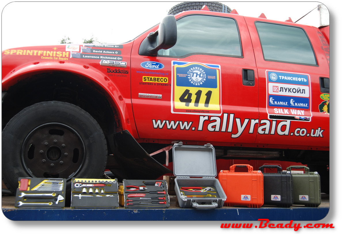 hellanbak extreme toolcases for dakar rally cars